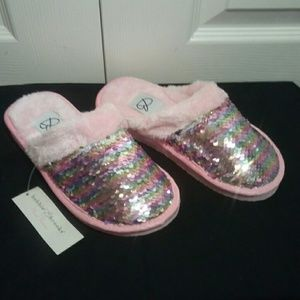 Bobbie Brooks/Ladys must have slippers/both(S)